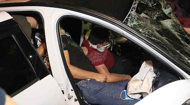 Adana'da hafif ticari araç ile otomobil çarpıştı: 6 yaralı