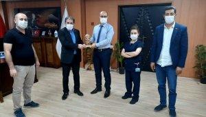 Ağrı İl Sağlık Müdürü Daharlı'ya teşekkür ödülü