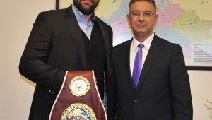 Akademisyen boksör Balıkesir Üniversitesi'nin gurunu oldu