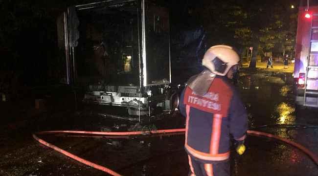 Ankara'da alev topuna dönen kamyonet paniğe sebep oldu