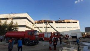 Ankara'da mobilya fabrikası alev alev yandı