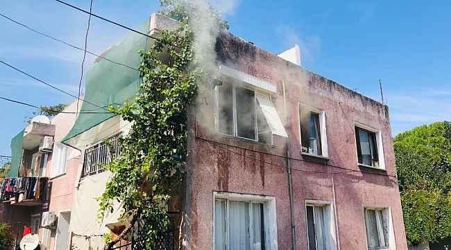 Ayvalık'ta ev yangınına itfaiye müdahalesi