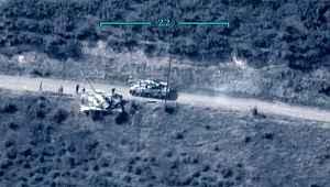 Azerbaycan'ın Ermenistan'a ait tankı havaya uçurduğu an