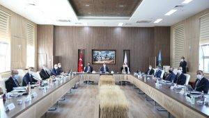 Bakanlar Albayrak, Pekcan ve Pakdemirli 'Gıda İzleme Komitesi' toplantısında bir araya geldi