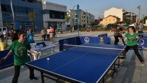 Başiskele'de gençler masa tenisi şenliğiyle eğlendi