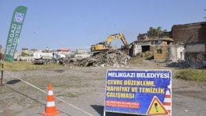 """Başkan Dr. Palancıoğlu; """"Gülük Mahallesinde tehlike arz eden metruk yapılar yıkılıyor"""""""