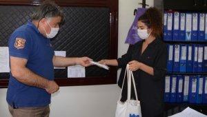 Başkan Günel okullara 10 bin çocuk maskesi dağıttı