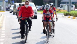 Başkan Orkan belediyeye pedal çevirerek geldi