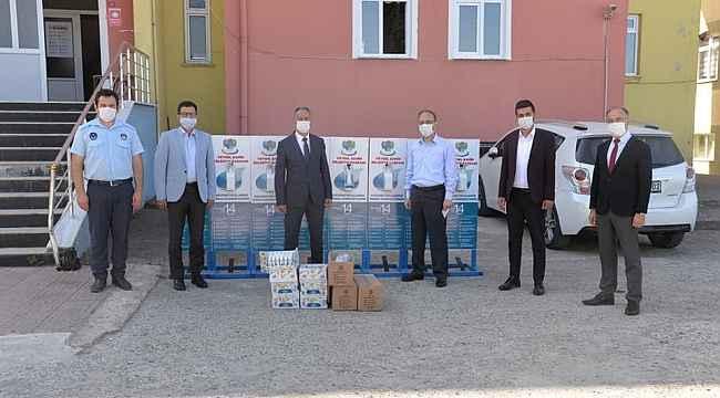 Belediyeden okullara dezenfektan stantları
