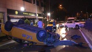 Beşiktaş'ta trafik kazasında ticari taksi takla attı:2 yaralı
