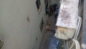 Beyoğlu'nda şok ölüm kamerada