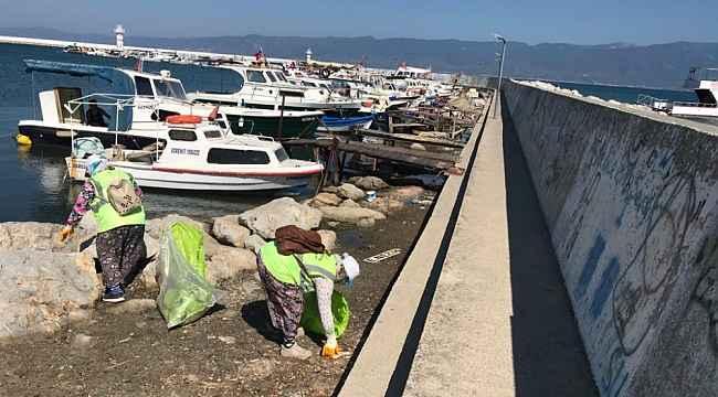 Burhaniye balıkçı barınağı ve fenerden onlarca torba çöp çıktı