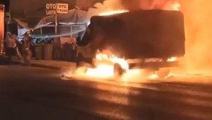 Bursa'da seyir halindeki minibüs alev alev yandı - Bursa Haberleri