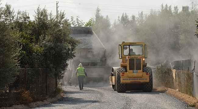 Büyükşehir Belediyesi, Tarsus ve Çamlıyayla'da asfalt çalışmalarına devam ediyor