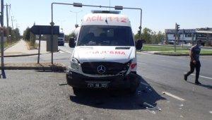 Diyarbakır'da korona virüs vakası taşıyan ambulans kaza yaptı