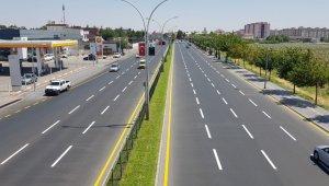 Diyarbakır'da yeni yollara trafik çizgileri çiziliyor