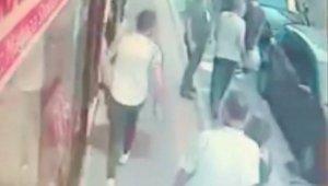 Dolandırıcı polisten kaçarken cebindeki dolarları etrafa saçtı