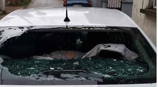 Dolu araç camlarını tuzla buz etti
