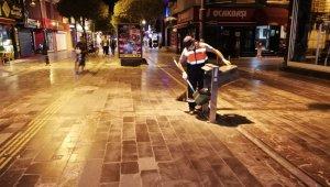 Düzce sokakları geceleri de temizleniyor