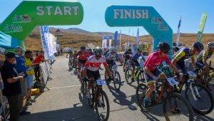 Erciyes'te Uluslararası Dağ Bisikleti heyecanı sürüyor