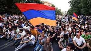 Ermenistan, erkeklerin ülkeden ayrılmalarına kısıtlama getirdi