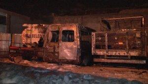 Fatih Belediyesi'nin eski belediye araçları alev alev yandı