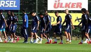 Fenerbahçe'de Mert Hakan Yandaş ve Filip Novak lisansı henüz çıkmadı