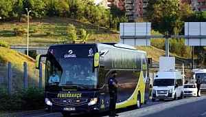Fenerbahçe'de resmi görevi açıklanmayan Emre, takım otobüsünde Erol Bulut'un yanında oturdu