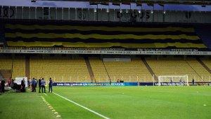 Fenerbahçe taraftarından pankartlı destek