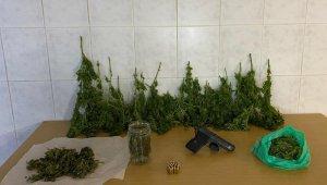 Firari şahıs, saklandığı evde uyuşturucu ve silahla yakalandı