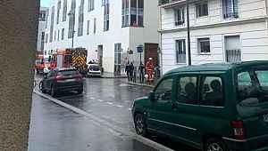 Fransa'da Charlie Hebdo'nun eski binasının olduğu yerde bıçaklı saldırı: 2'si ağır 4 yaralı