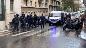 Fransa'nın başkenti Paris'te bulunan Charlie Hebdo dergisinin eski binası yakınlarında bıçaklı saldırı yaşandı. Olayda 4 kişi yaralanırken, 2 saldırgan kaçtı.