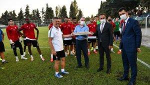 Gençlik ve Spor İl Müdürü Balıkesirspor'u ziyaret etti