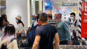 Giyim mağazasında sıra kavgası