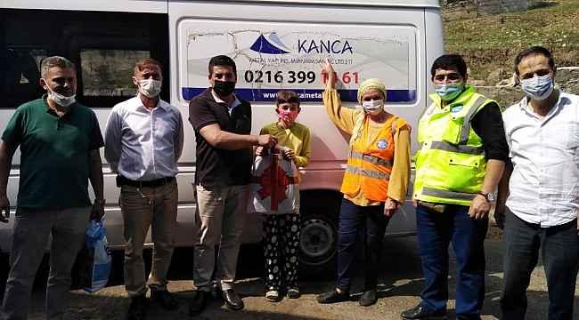 Hacı Uslu Köyü Yardımlaşma Derneği'nden öğrencilere kırtasiye yardımı
