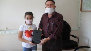 Hayırseverin bağışıyla tablet alındı