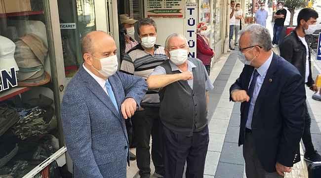Heyeti gören vatandaş maske taktı