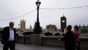 İngiltere'de günlük vaka sayısında rekor kırıldı