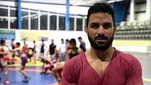 İran'da rejim karşıtı gösterilere katılan güreşçiye idam cezası verildi