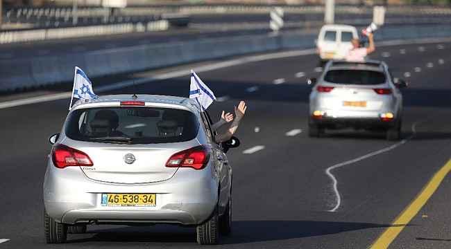 İsrail'de Netanyahu karşıtlarından konvoylu protesto