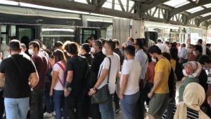 İstanbul'da toplu taşımada tıka basa yoğunluk