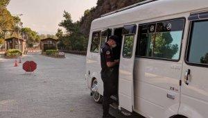 Jandarmadan milli parka giren dolmuşlarda korona virüs denetimi