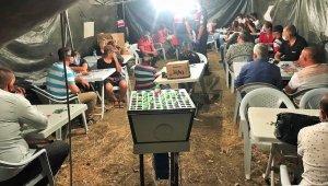 Jandarmayı şaşkına çeviren operasyon: Tarlanın ortasına çadır kurup kumar oynadılar