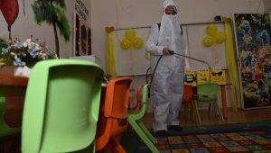Karesi Belediyesi okulları dezenfekte etti