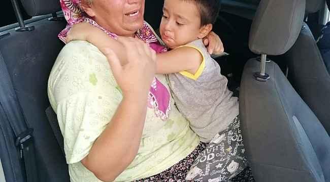Kaybolan çocuğu trafik polisi ailesine kavuşturdu