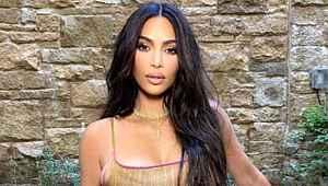 Kim Kardashian, Malibu sahillerini kasıp kavurdu