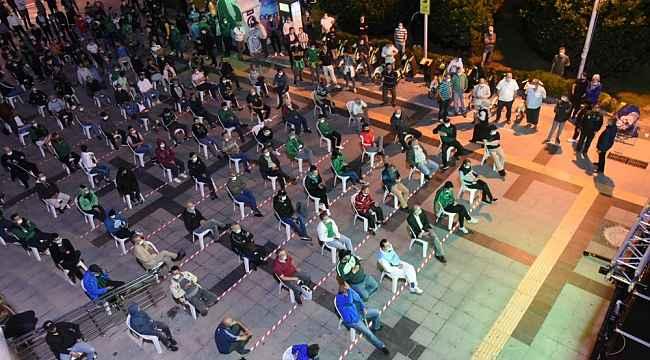 Kocaelispor'un ilk maçının heyecanı Belsa Plaza önünde yaşandı