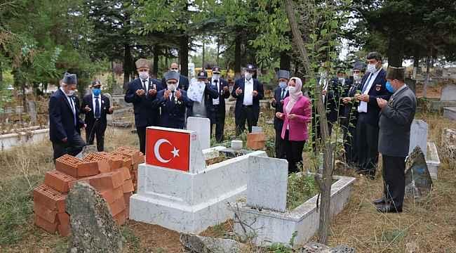 Kore gazisi Refik Özberber mezarı başında anıldı