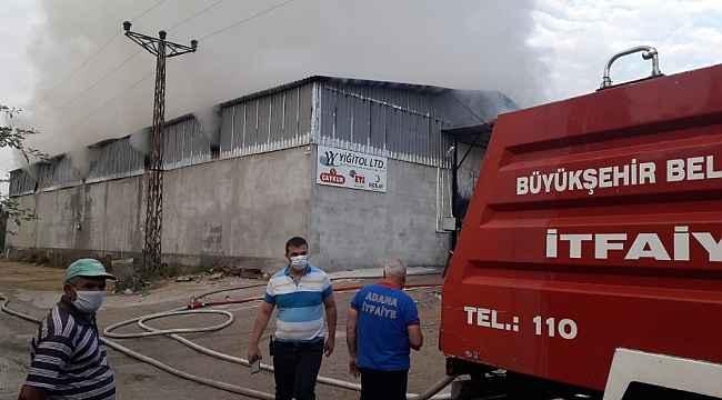 Kozan'da gıda deposunda yangın