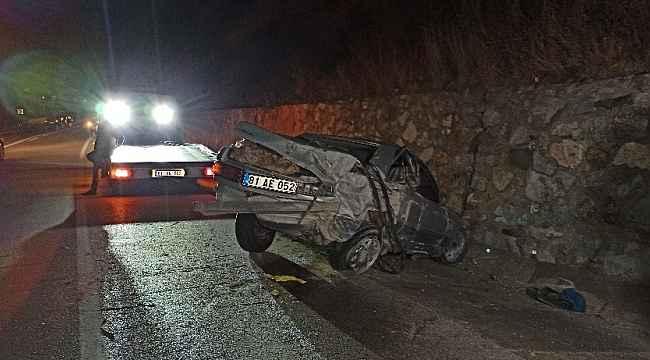 Mandaya çarpan otomobil hurdaya döndü: 2 yaralı